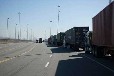Port-of-Oakland-trucks